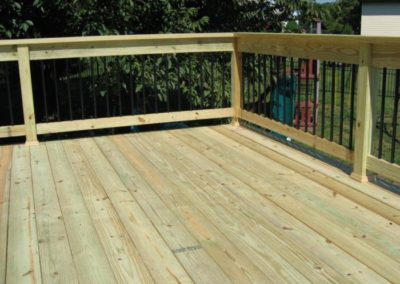 Pressure Treated Deck with Aluminum Pickets - Copy (2)